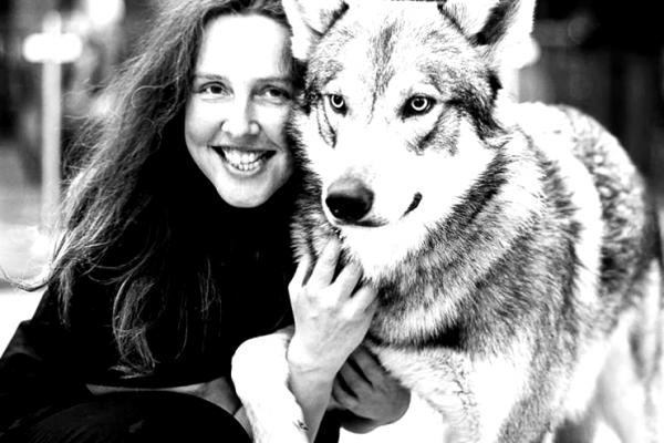 natalie-lagstrom-wolf-lady-blackwhite